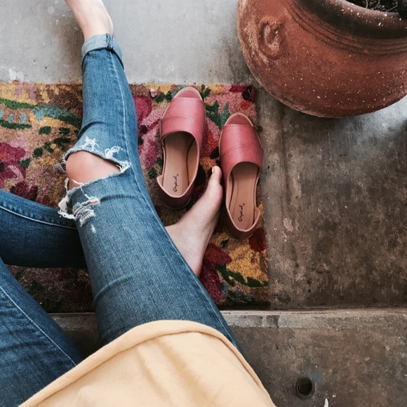 Shoes - 🆕//The Alejandra//Adobe red burnish Flat/Mule